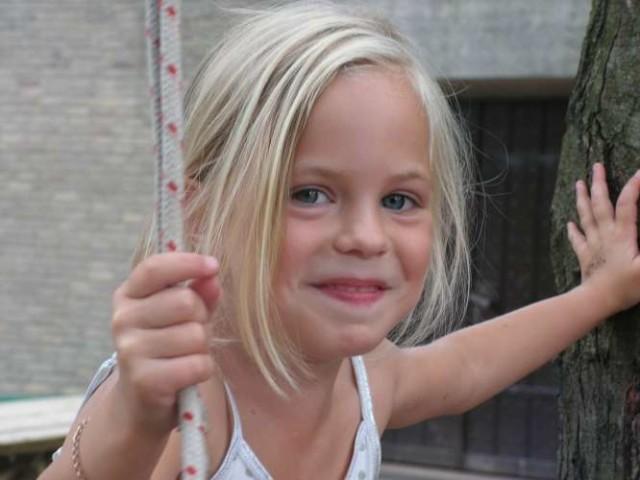 Meisje klimmen vakantiekamp zonder overnachting